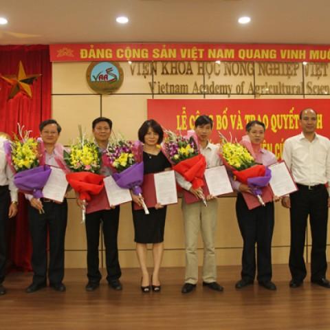 Lễ công bố và trao quyết định chức danh nghiên cứu viên cao cấp